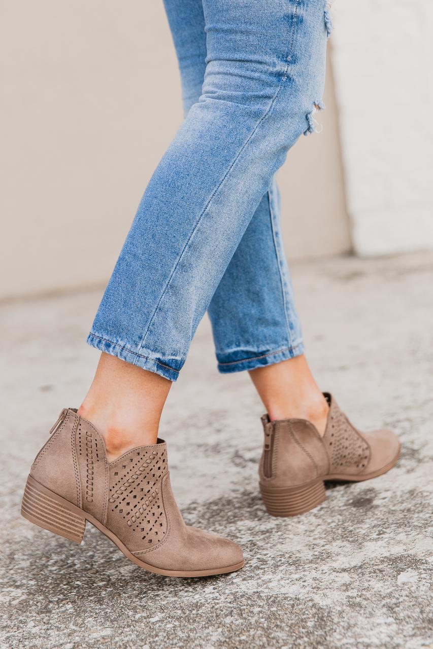 8-27_shoes-2__42069.1535319900.jpg
