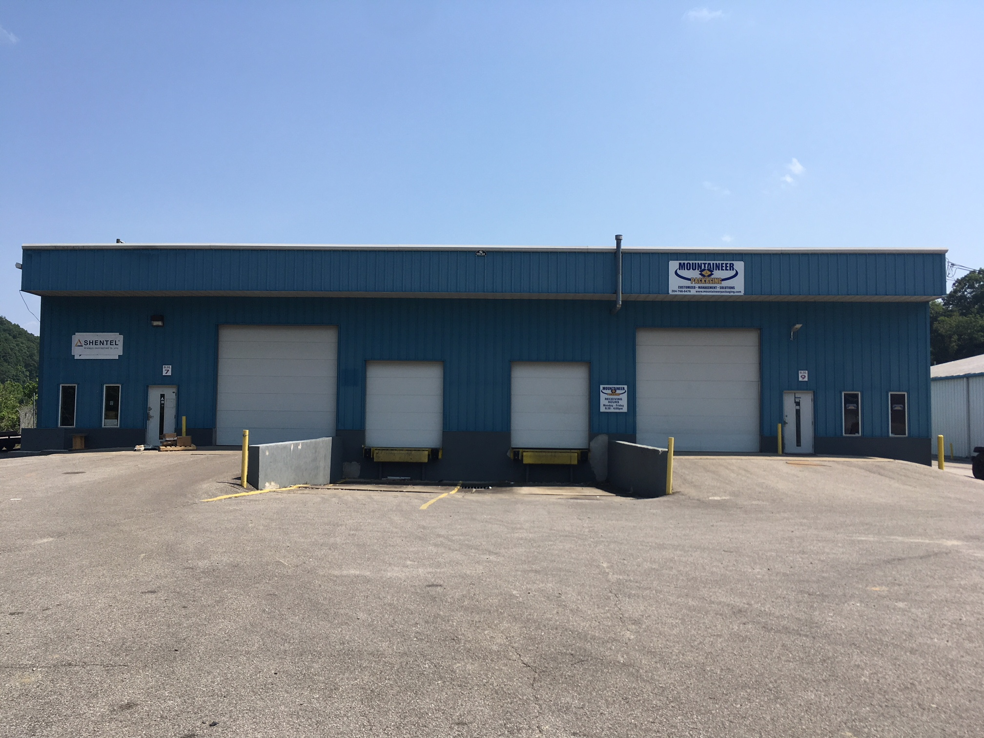 Larger warehouse facilities range from 4,500 SF - 12,000SF. These facilities are equipped with office, docks, drive in doors, and 20ft ceilings.