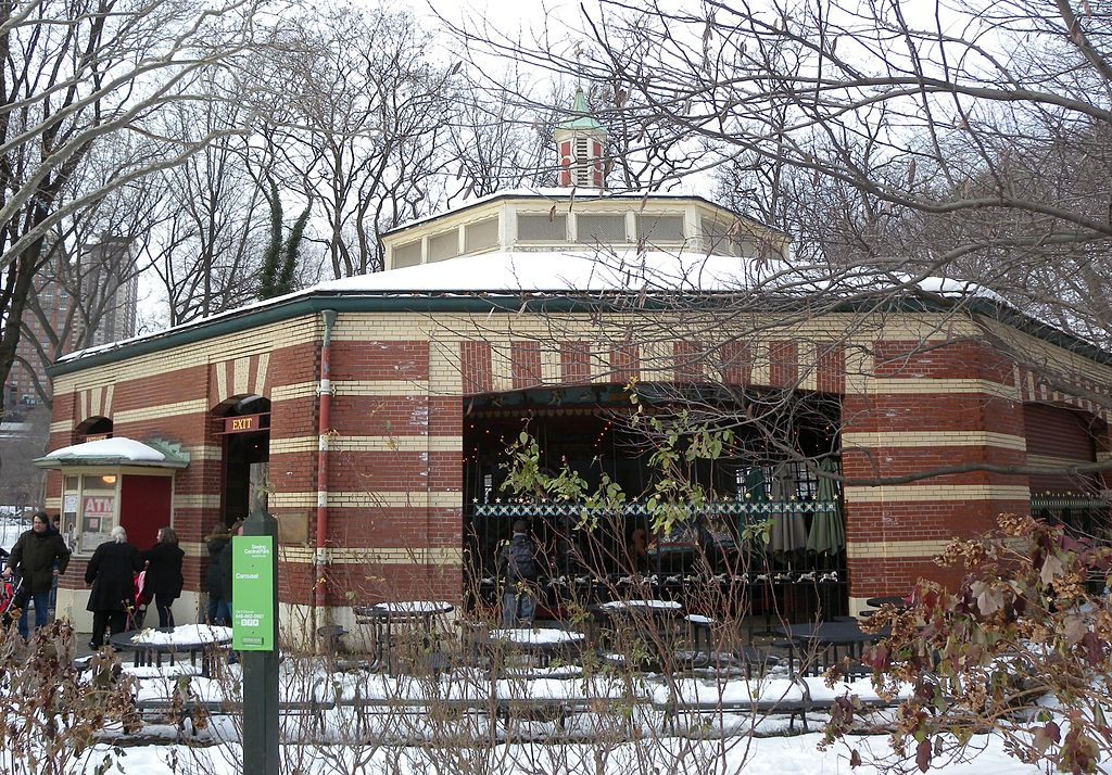 Source: https://en.wikipedia.org/wiki/Central_Park_Carousel#/media/File:Central_Park_Carousel_snow_jeh.JPG