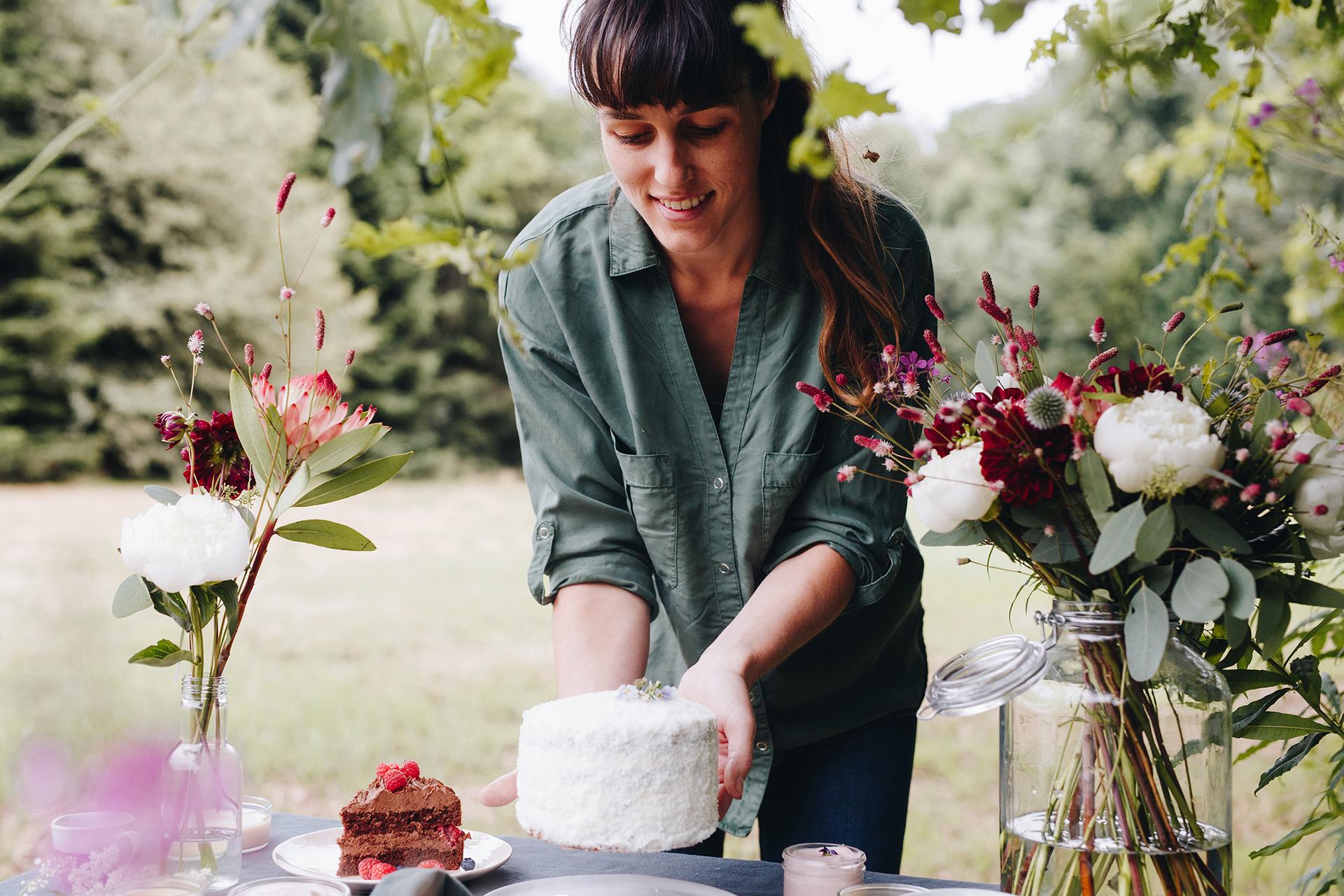 Studio bloem zorgt voor een feest in huis! Je kan er onder andere terecht voor een lekker stuk taart / Een mooie feesttafel / een boeketje om je huis mee op te fleuren / of gewoon een leuk cadeautje. -