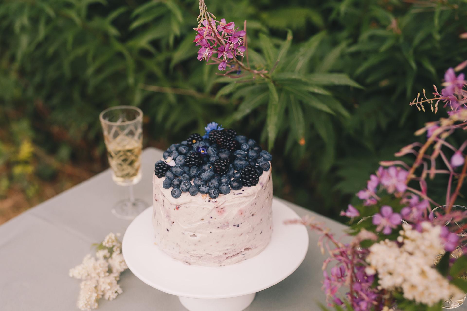 Blauwe bessencheesecake.