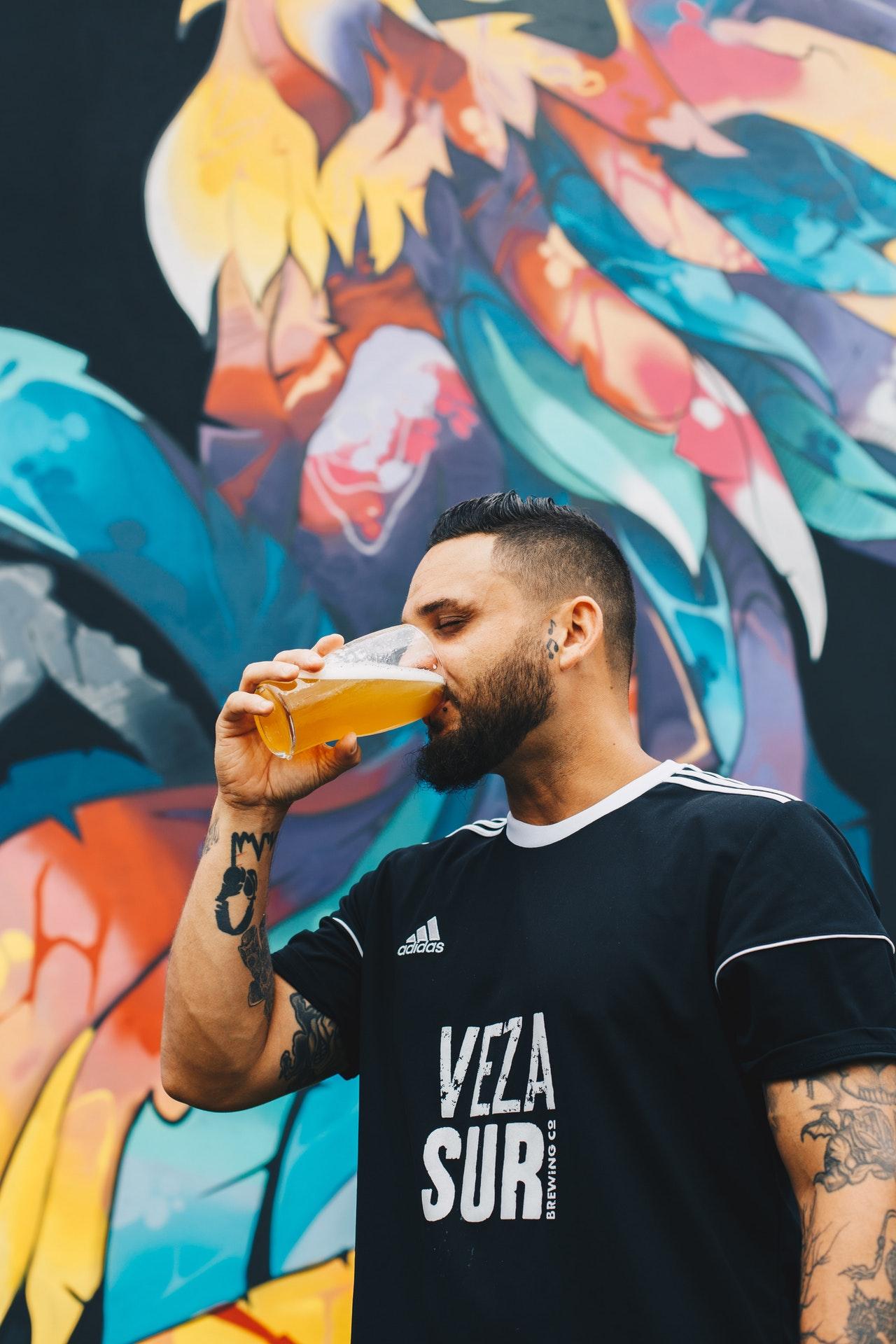 adult-alcohol-alcoholic-beverage-1267290.jpg