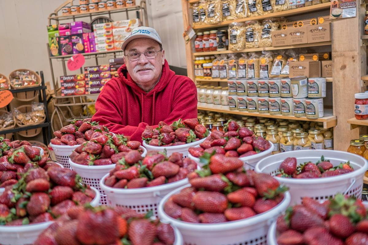The Golden Apple Fruit Market - Letcher CountyWe have fresh produce, we also have shrubs, trees and flowers and memorial flowers and funeral arrangements.