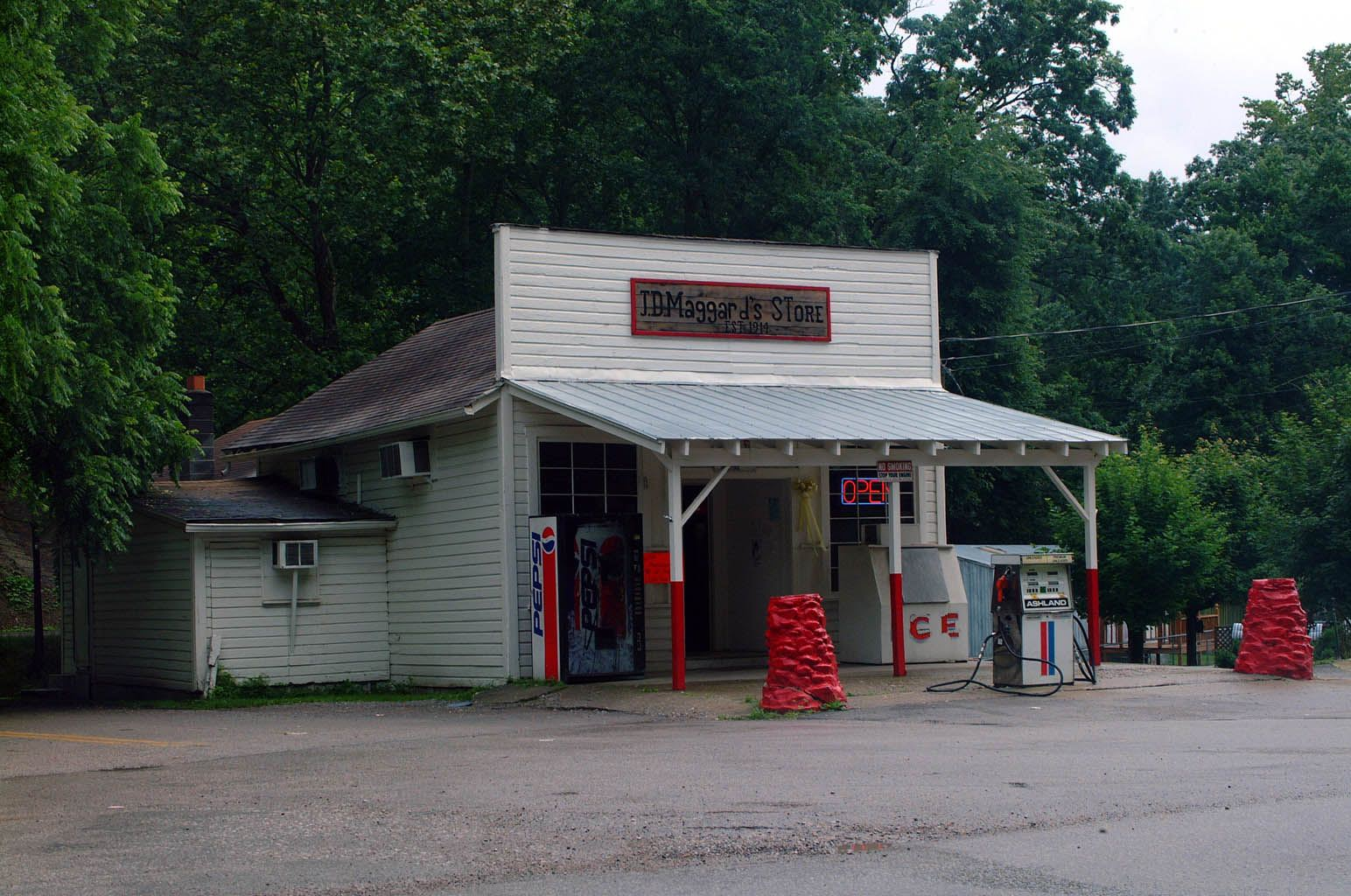 J.D. Maggard's Store - The business opened in 1914 and has been family owned ever since. J.D. Maggard's was featured in the 1980 film Coal Miner's Daughter about country music legend Loretta Lynn.