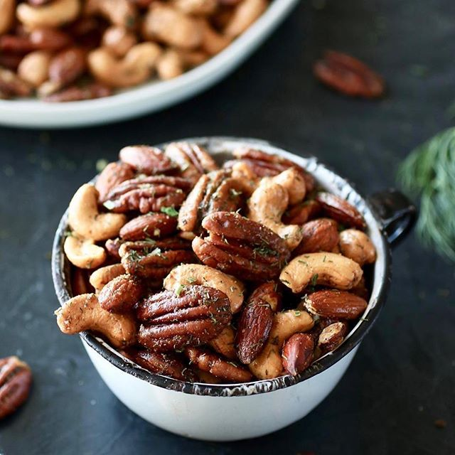 #Repost @therealfoodrds with @get_repost ・・・ Snack happy with these oh-so-addicting, totally delicious Ranch Roasted Mixed Nuts. (#ad) Made with a variety of raw nuts that are flavored with a homemade ranch seasoning blend, tossed in heat-stable, good-fat-filled @thrivealgae Culinary Oil and then roasted to toasty perfection. They take all of 5 minutes of your time to prep and in the oven they go. Bursting with flavor and made with lots of heart-healthy monounsaturated fats from the nuts to the algae oil, Whole30-friendly Ranch Roasted Mixed Nuts make for a tasty and satisfying snack, are perfect for serving at a party and make for a great topper on salads.     Get the recipe here: https://therealfoodrds.com/ranch-roasted-mixed-nuts/ or click the link in our profile @therealfoodrds.     @thrivealgae is an everyday cooking oil made from algae that brings goodness to your heart, your kitchen and the planet. Algae? I know, we were a bit skeptical at first too but one try and we were pretty smitten with how versatile it is. . . . . #sponsored #thrivealgaeoil #realfood #eatrealfood #whole30 #paleo #wholefoods #alageoil #therealfoodrds #glutenfree #grainfree #betterforyou #dietitian #dietitiansofinstagram #dietitianapproved #dairyfree #veganfriendly #veganfoodshare #feedfeed huffposttaste #eatclean #cleaneating #ranch #mealprep