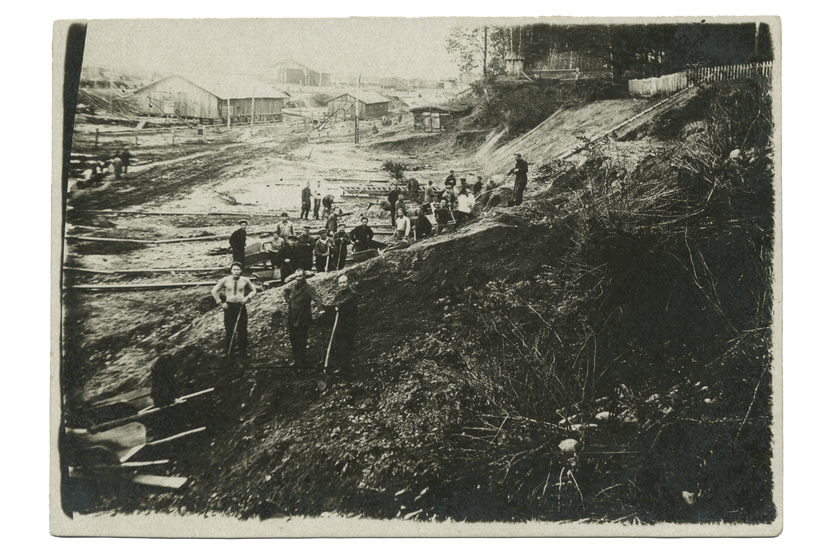 Prisoners at work in Gulag, 1936-37 (NYPL)