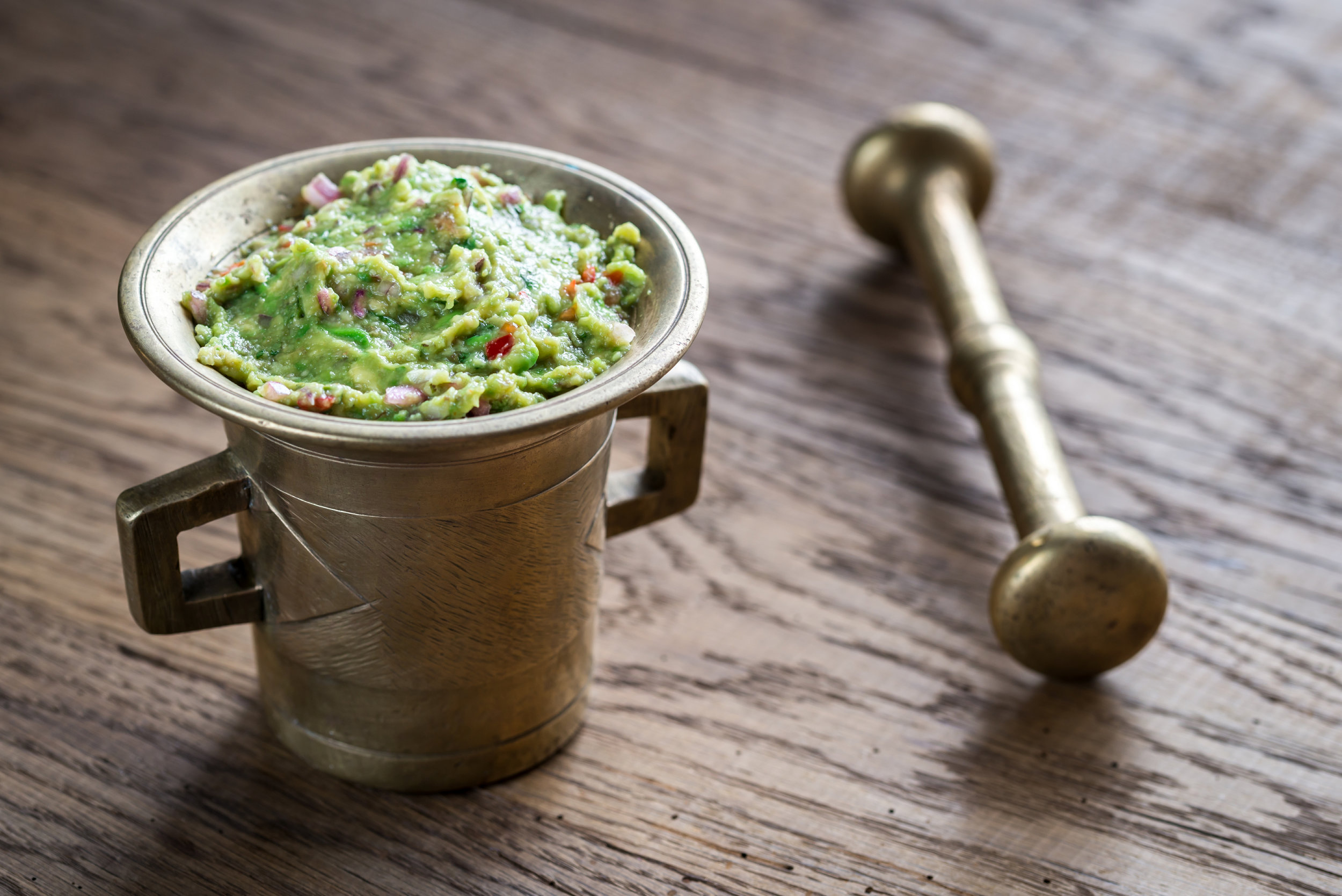 bowl-of-guacamole-P6H9HKU.jpg