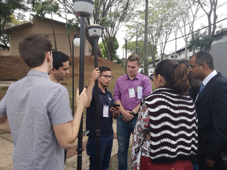 Juan Carlos (ESRI Colombia) explaining how the GPS works before the participants measure the parcels on the campus.