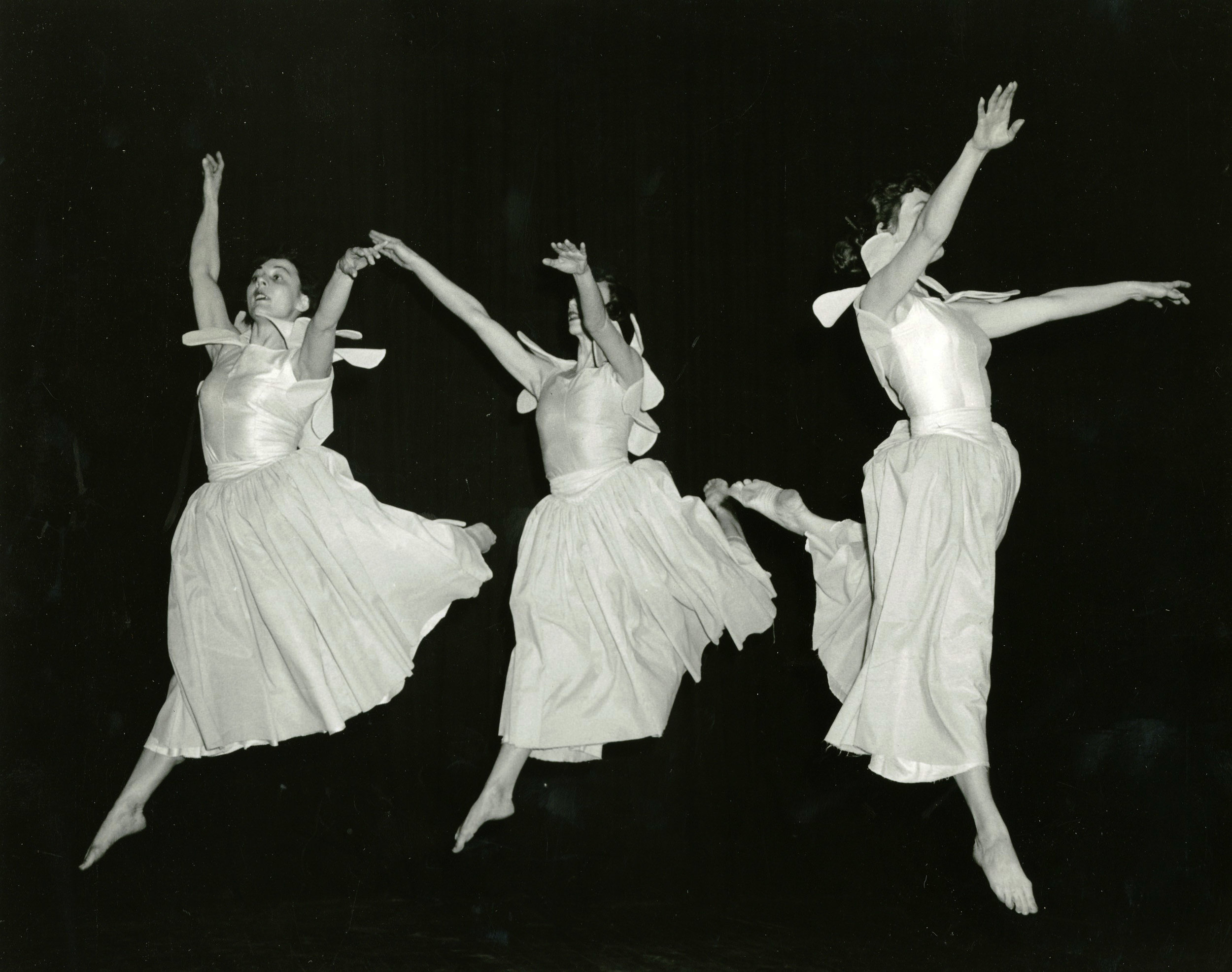 1954_three_dancers_2.jpg