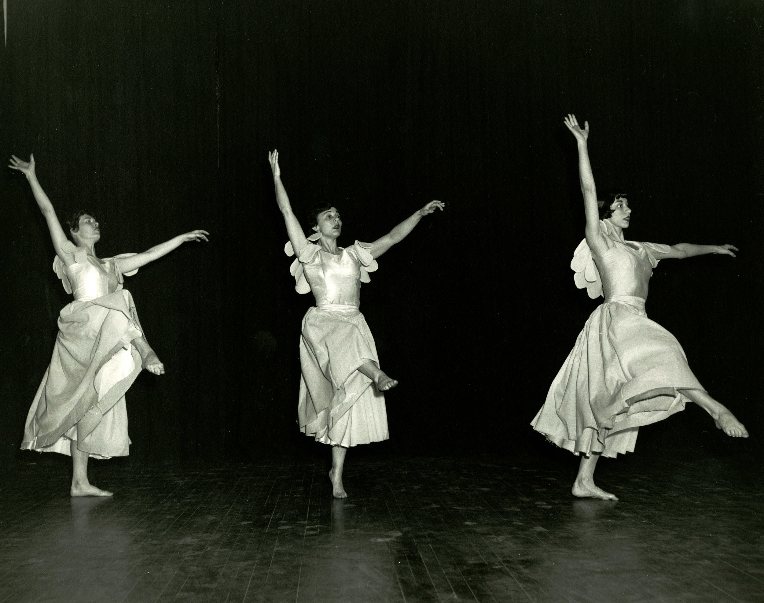 1954_three_dancers_3.jpg