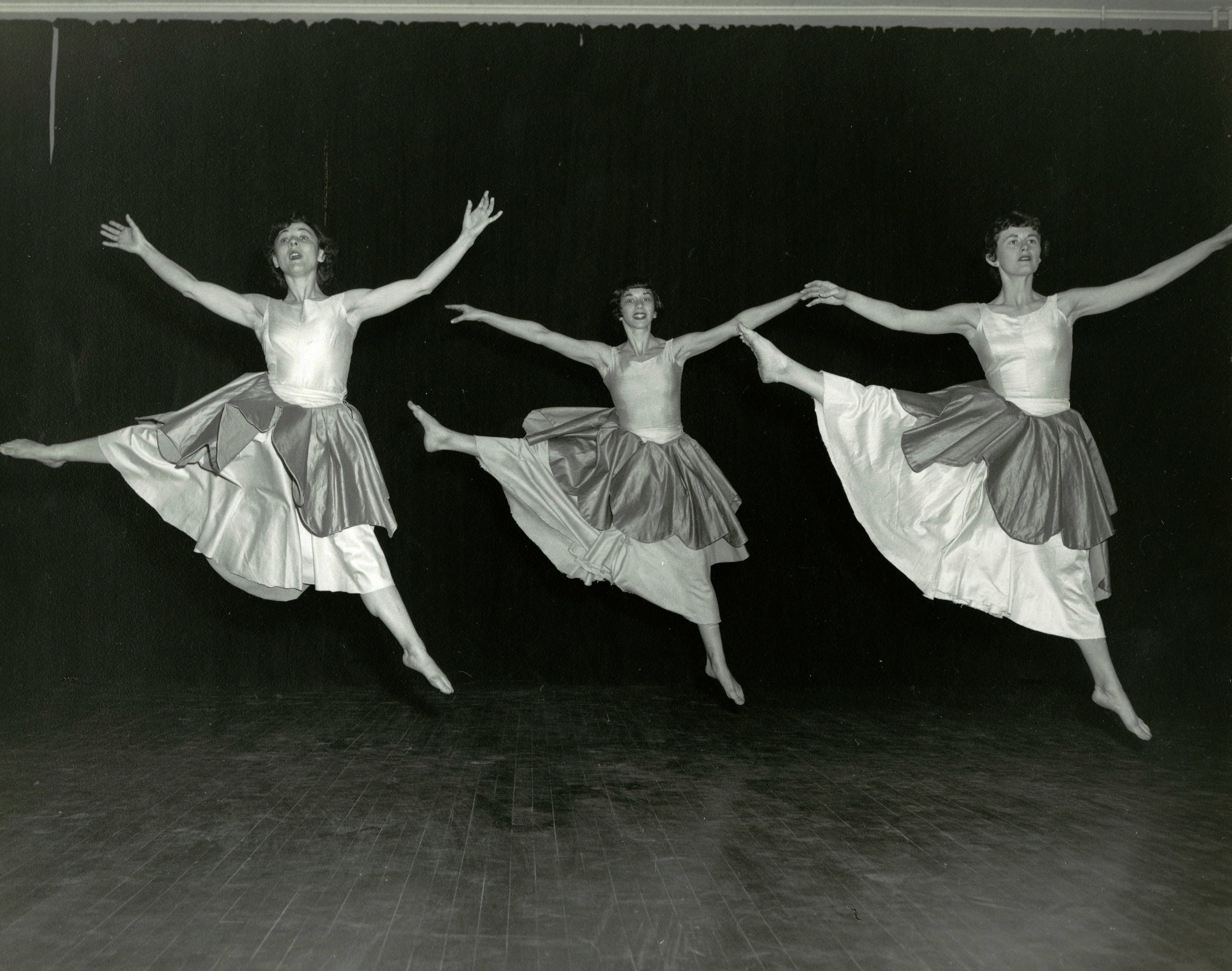 1954_three_dancers.jpg
