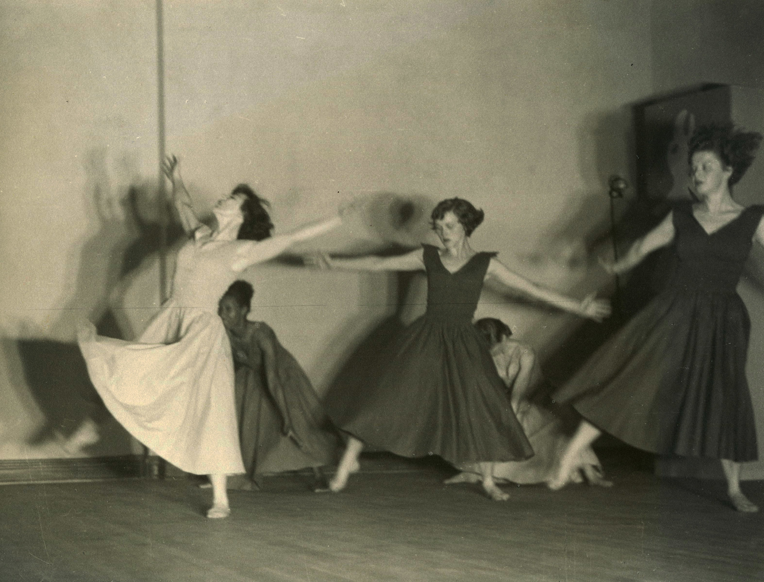 c1940s_le_valse_hpa_christine_buster_bessie_ring_una_nancy_gregson.jpg