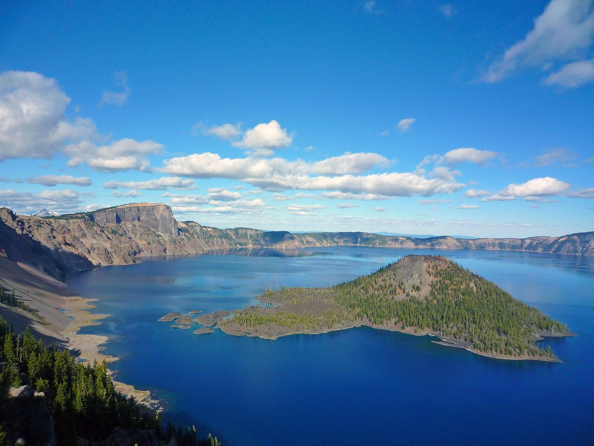 The beautiful Wizard Island in Crater Lake
