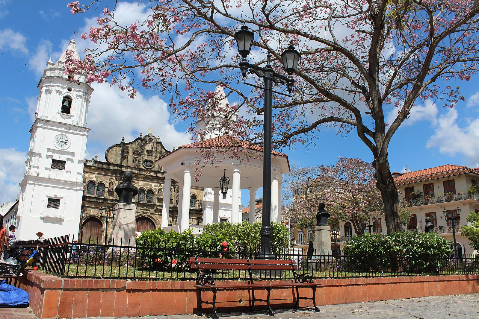1599px-Plaza_Catedral_de_Panamá-Casco_Antiguo.jpg