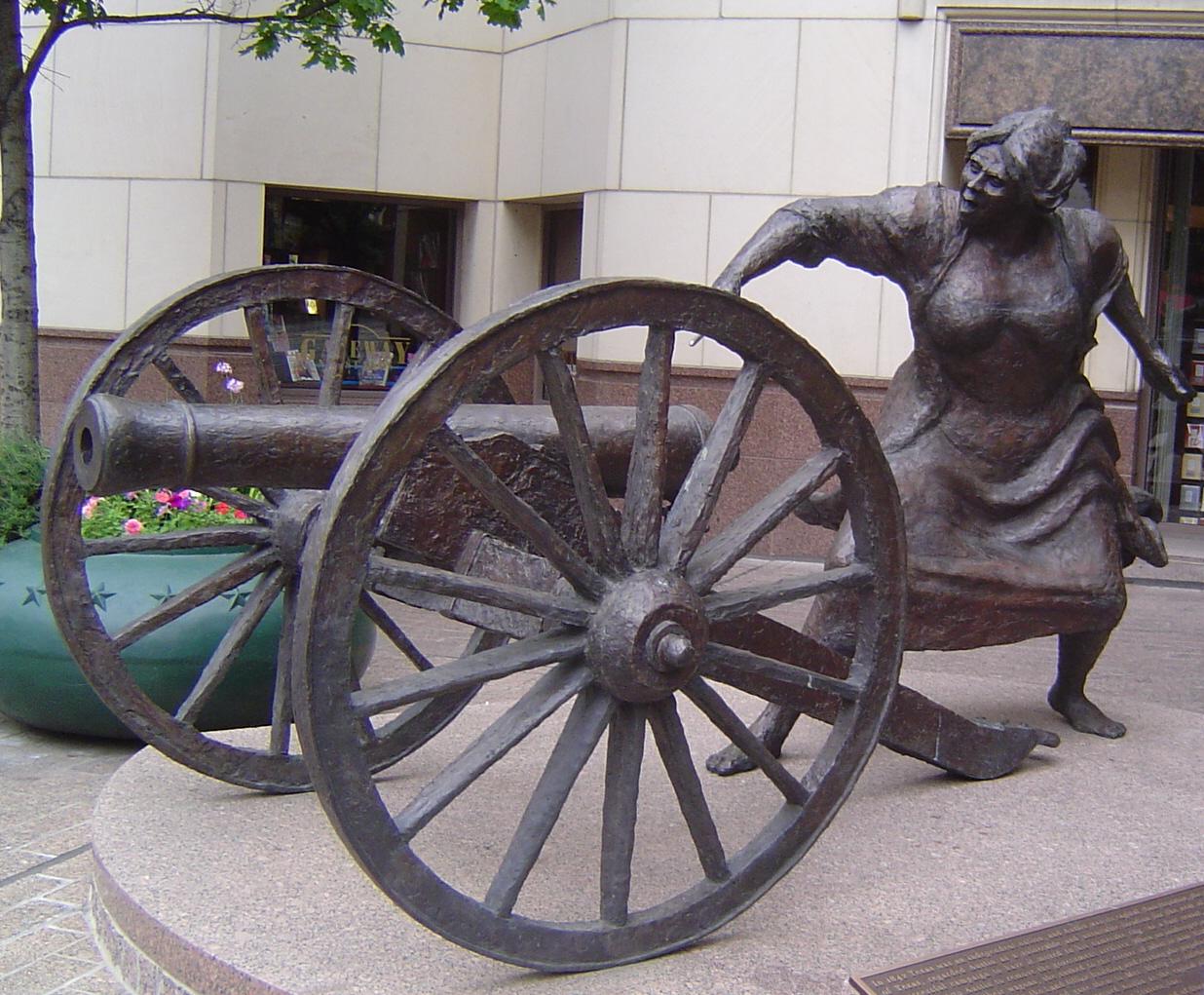 Angelina_Eberly_statue_in_Austin_Texas.jpg