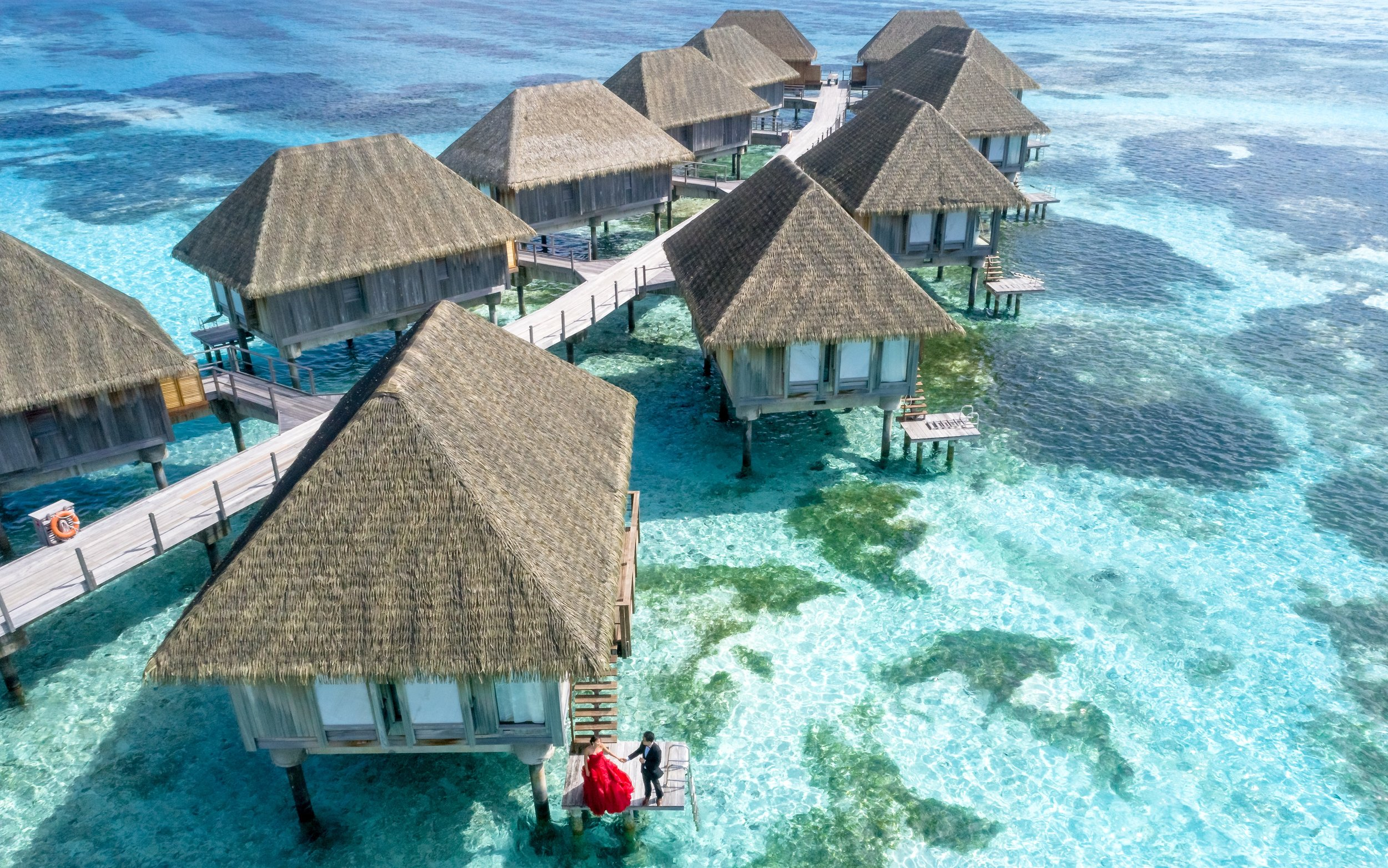 aerial-shot-bird-s-eye-view-bungalows-1287460.jpg