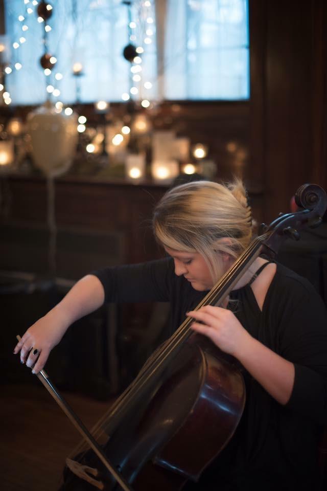 Solo Cellist