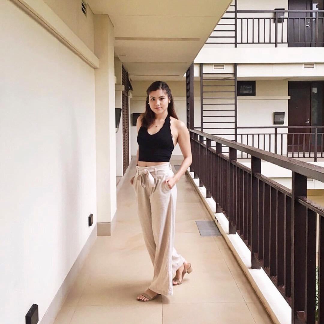 @pauipanda wears The Maïa in beige