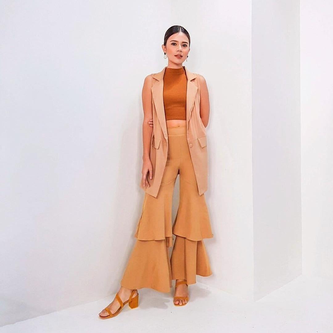 @leximendi wears The Josée in mustard