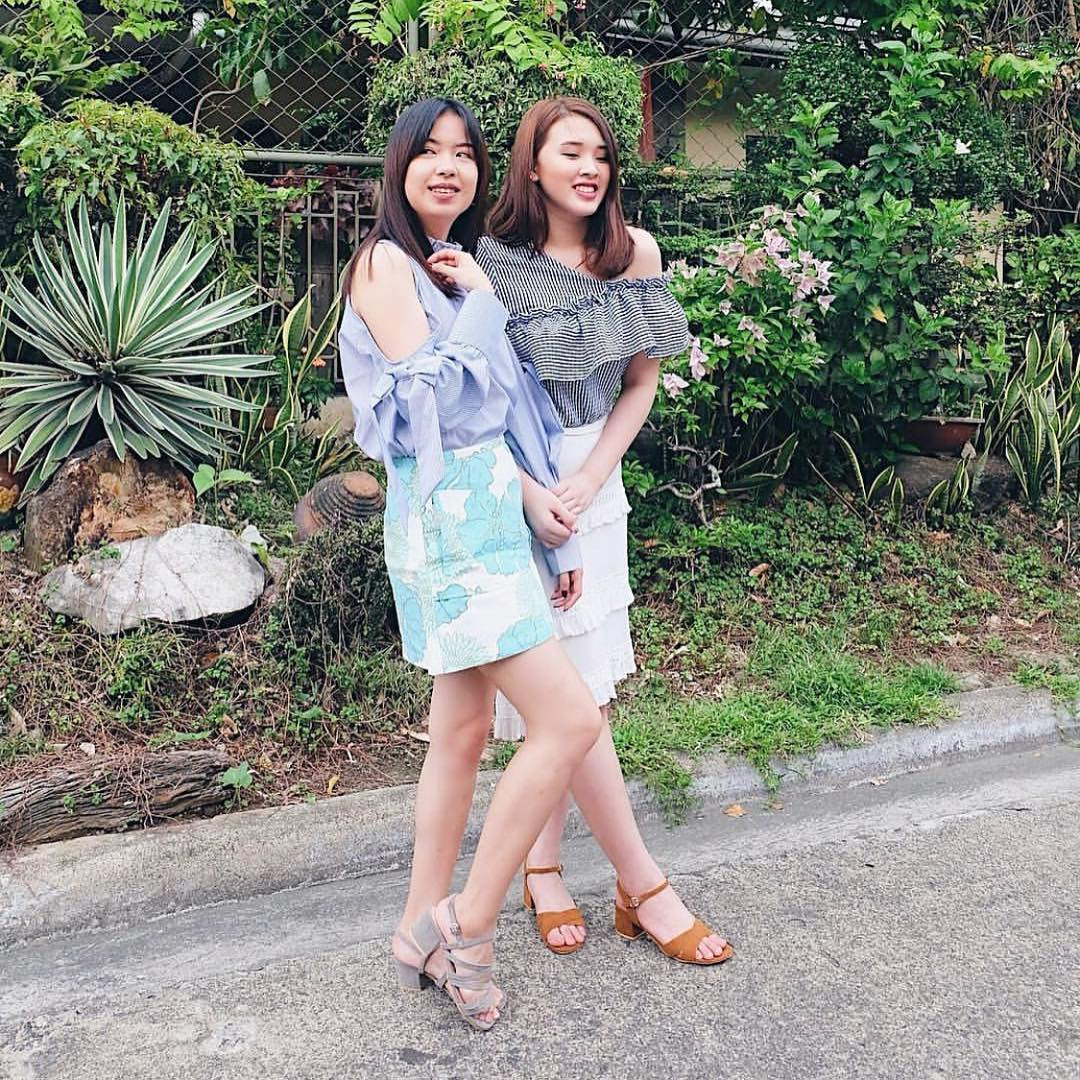 @daphnesiy wears The Olivie in gray and @candisyu wears the Francine in tan