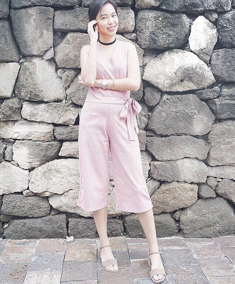 @daphnesiy wears The Estelle in mocha