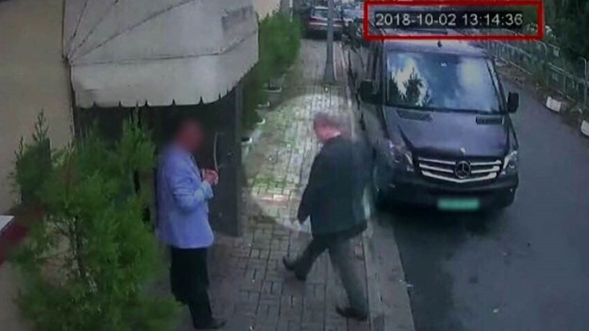 khashoggi-entering-consulate.jpg