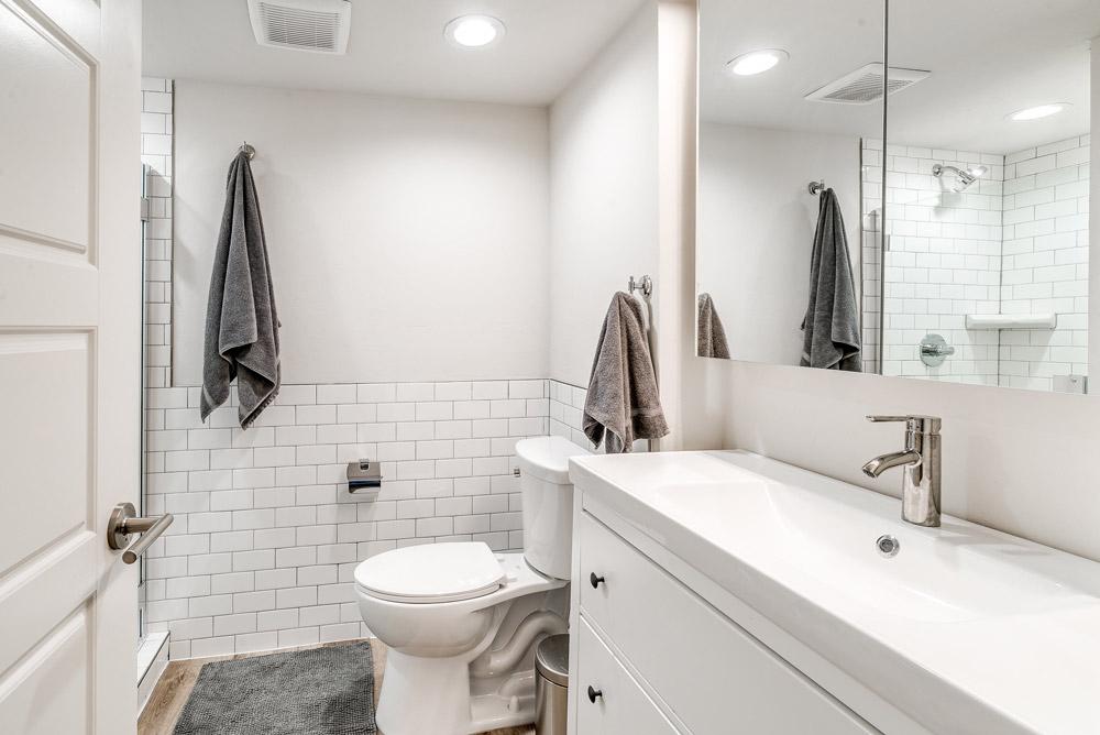 2-bed_2.5-bath---Master-Bathroom-web-res.jpg