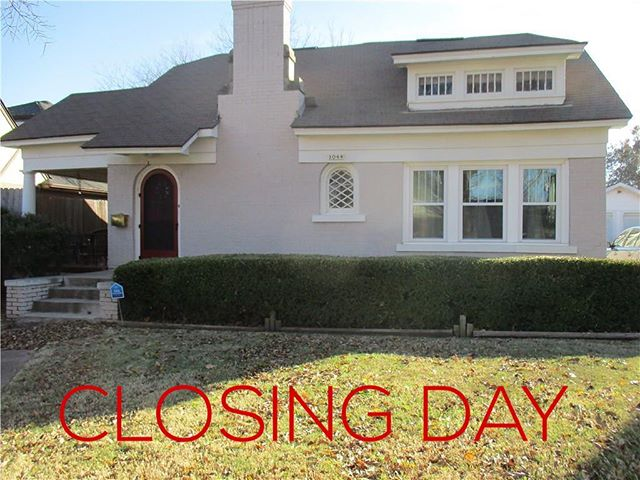 CLOSING DAY on this adorable home in Gatewood. Many thanks to my buyer for trusting me through the process. When you're ready to BUY or SELL, give me a call. I'm ready for you! #charlibullardrealestate