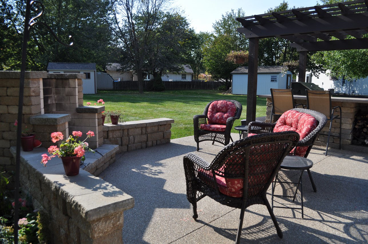 Patio, Exposed Aggregate, Highland Freestanding Wall, Fireplace Tumbled buff pewter Outdoor Kitchen