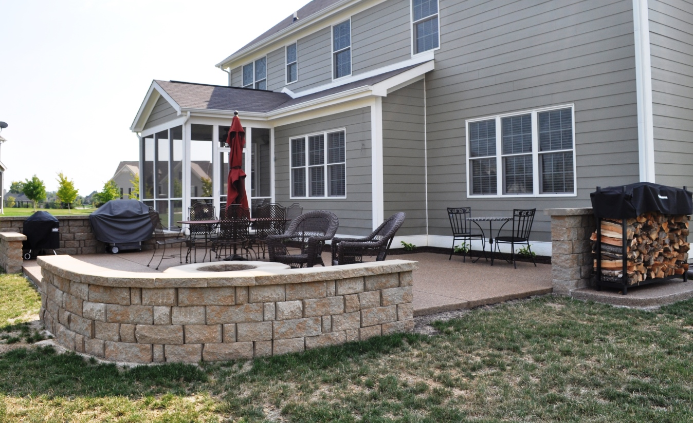 Exposed Pea Fill Aggregate Patio and Limestone Wall