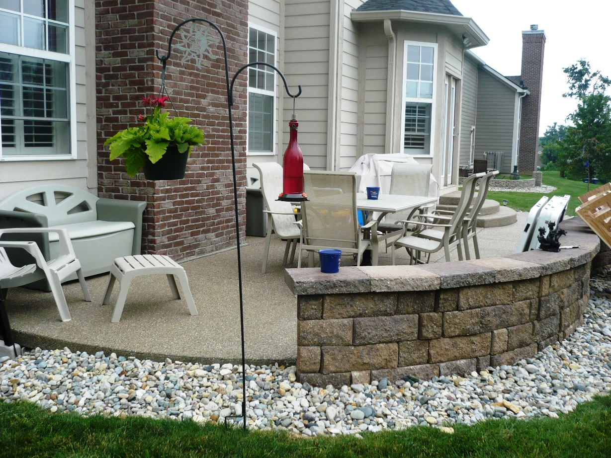 Patio, Exposed Aggregate, hickory sitting wall
