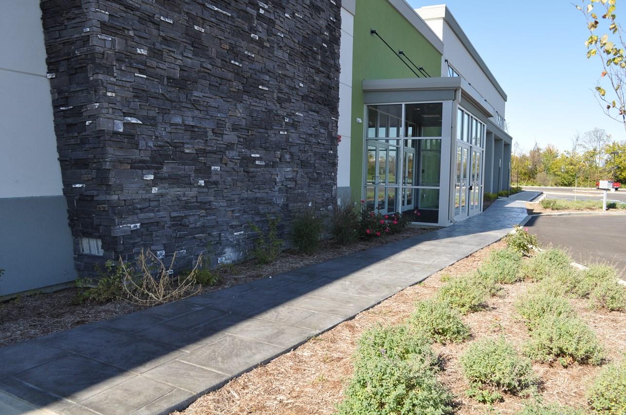Commercial Walk, Stamped Large Ashlar Slate, Solomon Colors Smoke, Charcoal Gray