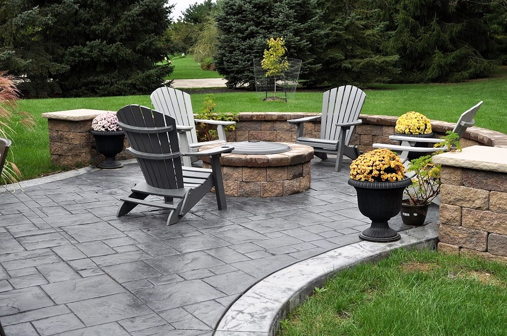2 patio, grand ashlar slate stamp, dove gray base, charcoal gray release, border-italtian slate texture, sable base, charcoal gray release 2 (1000x664).jpg