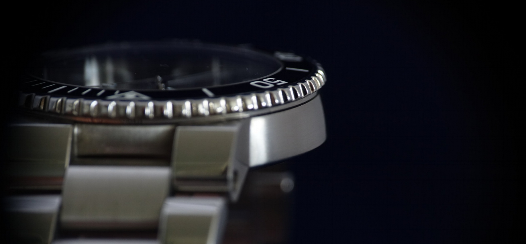 Just look at those curves! This is the closest a watch has ever been having hot hips!