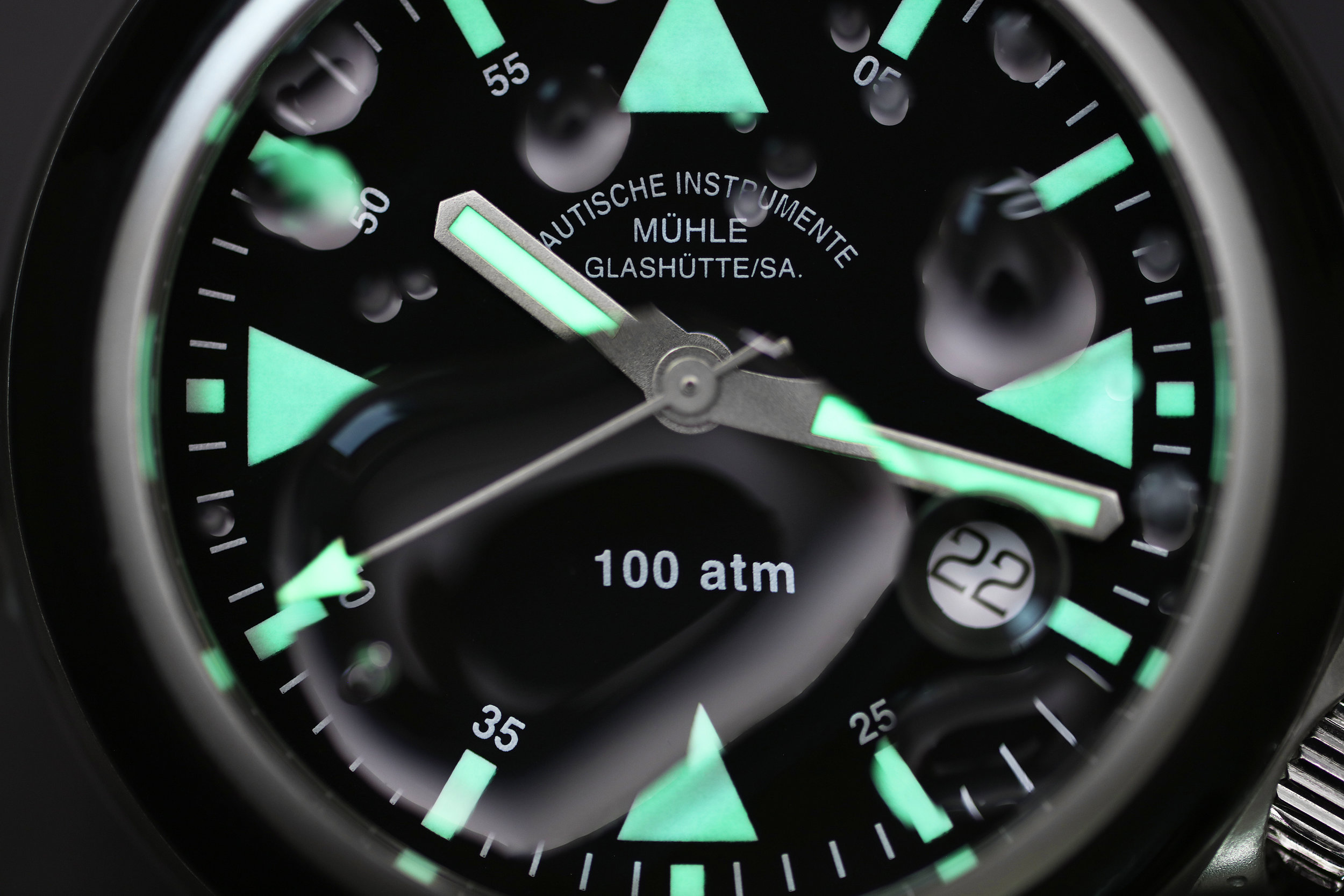 The lume on The S.A.R. glows very bright.