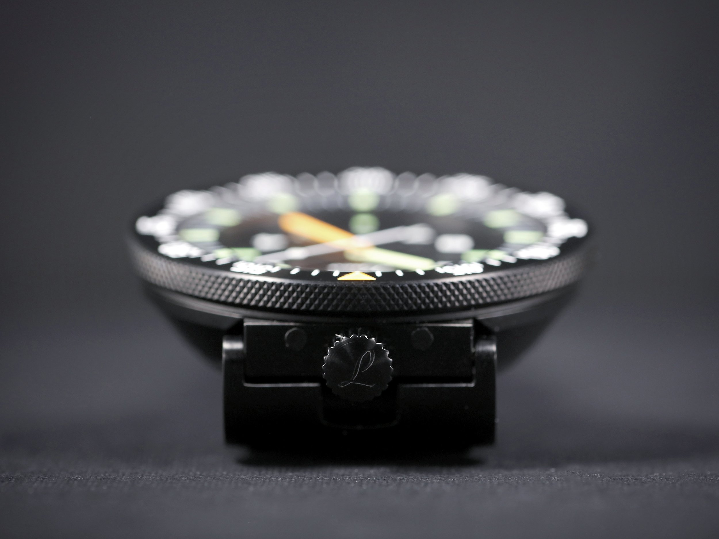 46,25mm of suacer-shaped squad watch.