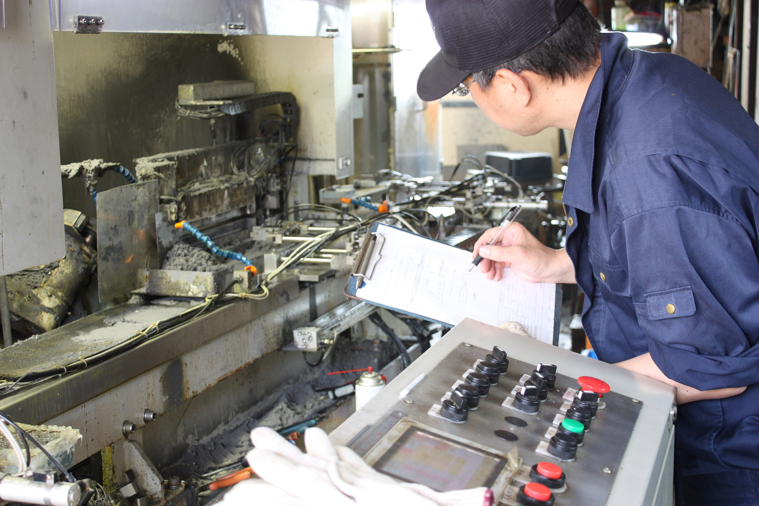 製造機械 調整男性