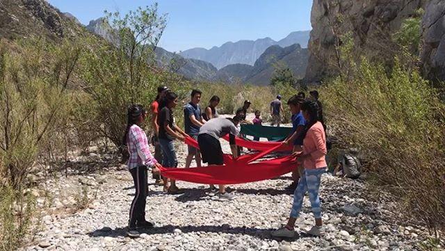 Summer is here! Water balloons to withstand the heat! 🌞 ¡El verano llegó! Jugamos con globos de agua para amenizar el calor💪🏼 #EscalandoFronteras #climbingborders #climbMexico #climbhuasteca #EFverano2019