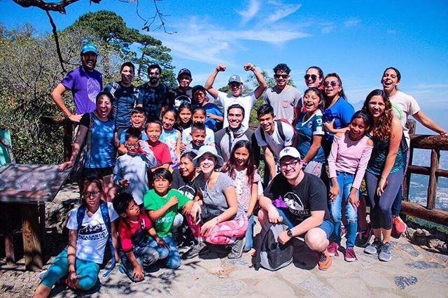 SMILE FOR HOPE 🌞 ¡La vez que nos dimos una vuelta por @parquechipinque ! Por más días de cielos azules en Monterrey 🙏🏼 They day we went hiking in Parque Chipinque, exciting to see blue skies in Monterrey! 🌤☀️🌥 #climbingborders #escalandofronteras #sinfronteras #huastequeando