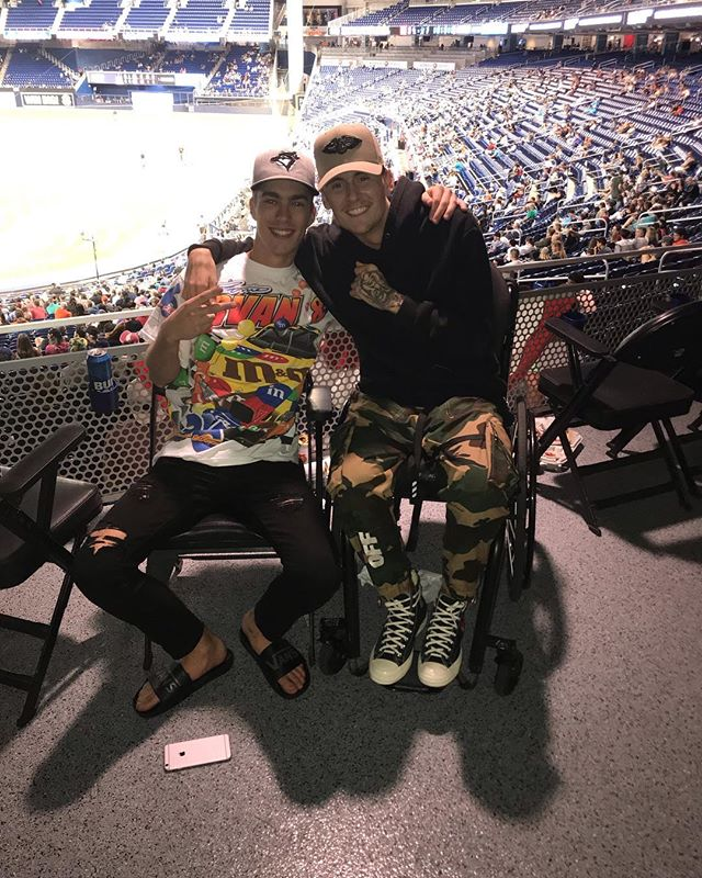 FIRST MLB GAME W THE HOMIE AND A W!! . . #spinalcordinjury #sci #goingthedistance #miami #paralysis #recovery #future #like #wheelchair #thankful #motivate #hustle #rain #ellen #success #influencer #inspire #goals #blessed #Miamiliving #style #offwhite #accident #passion #bethechange #baseball #mlb #marlins #camo