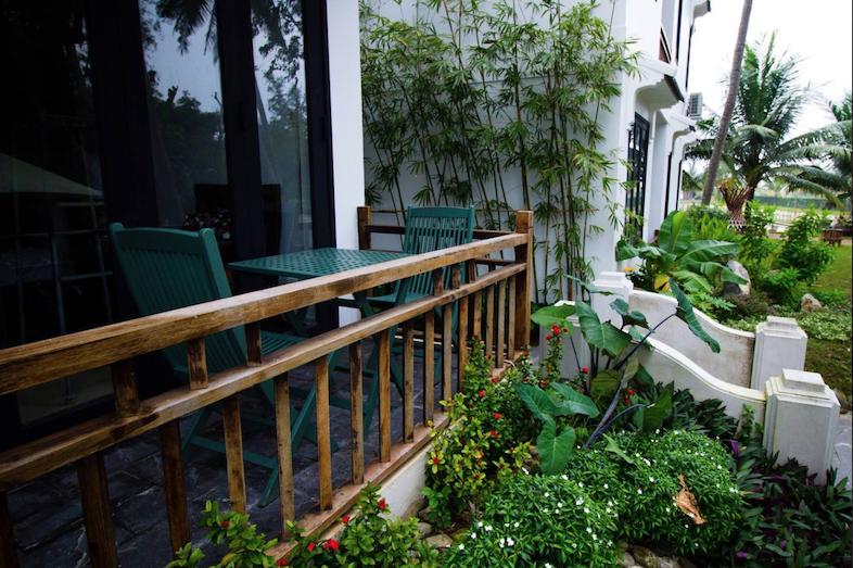 Organic-Yoga-Healthy-Food-Tra-Que-Balcony.png