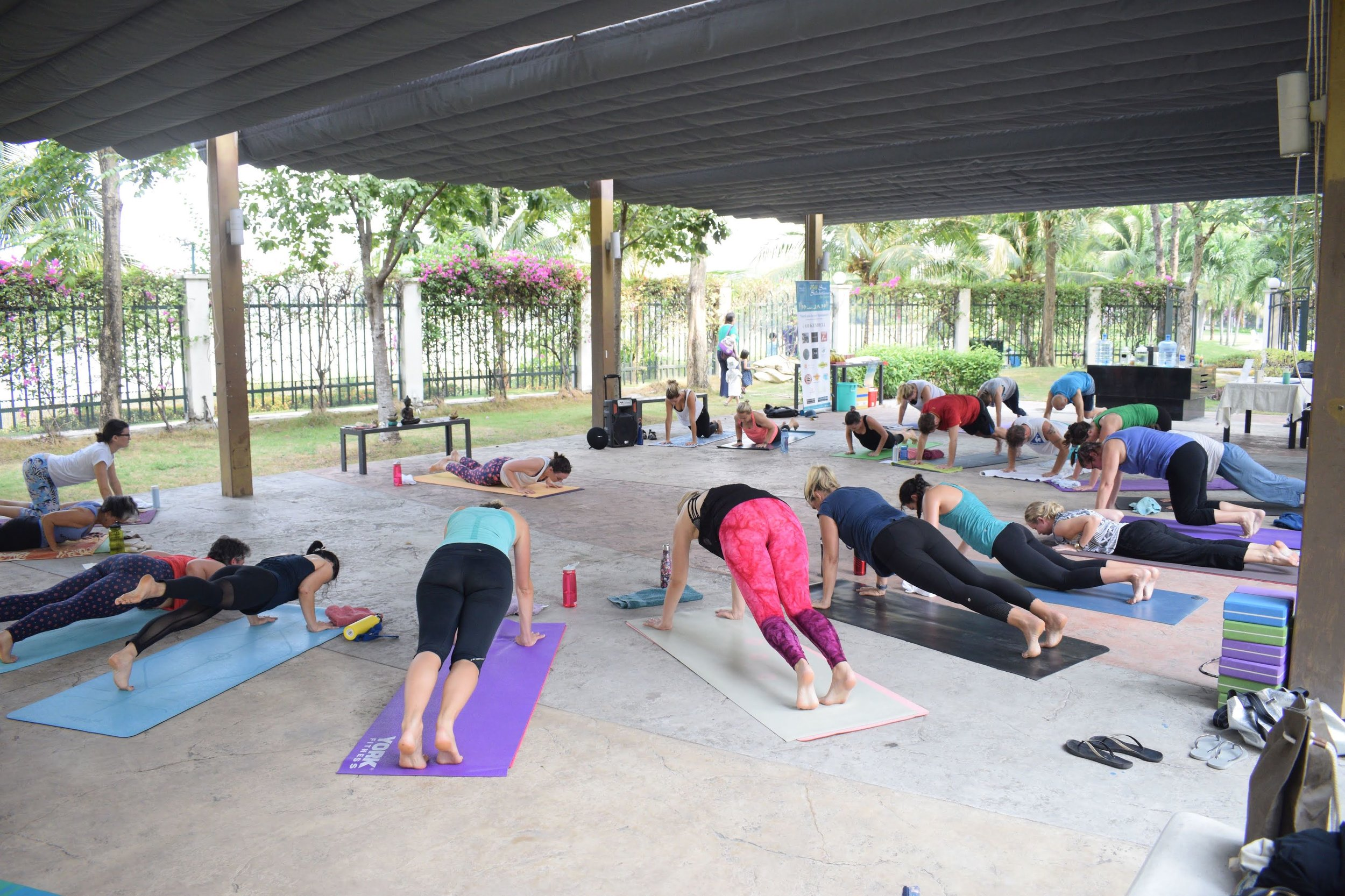 108-sun-salutations-yoga-joy-saigon-group.jpg