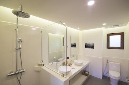 Modern Deluxe Bathroom