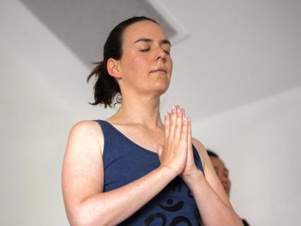 Yoga+Teacher+-+Louisa+Halliday