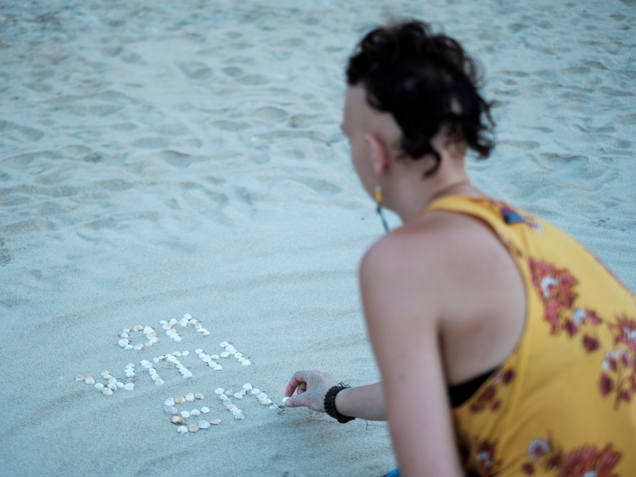 Emma-Sothern-shell-placing.jpg