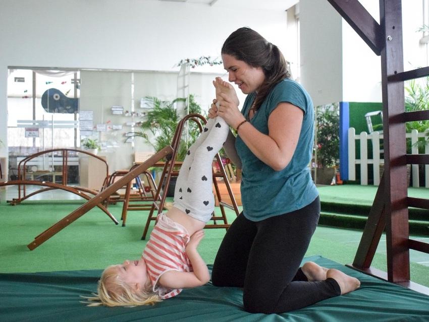 andrea-bertoia-kids-yoga-mindfulness.jpg