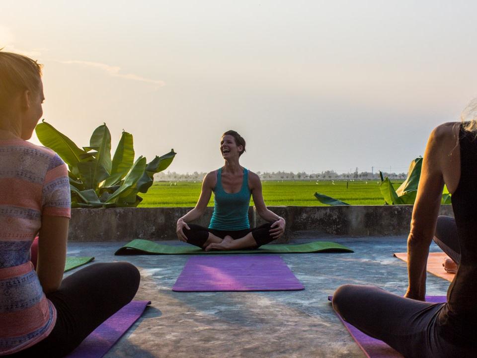 natalie-devoy-yoga-teacher-sitting-meditation.jpg