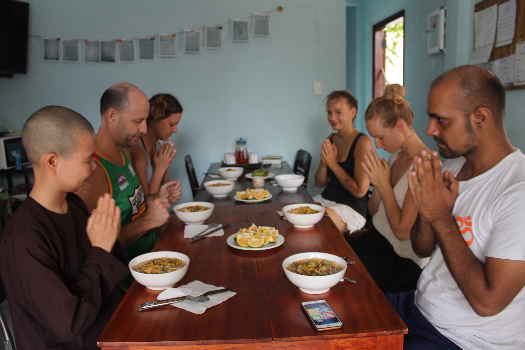 island-smiles-yoga-retreat-eatting-meditation.JPG