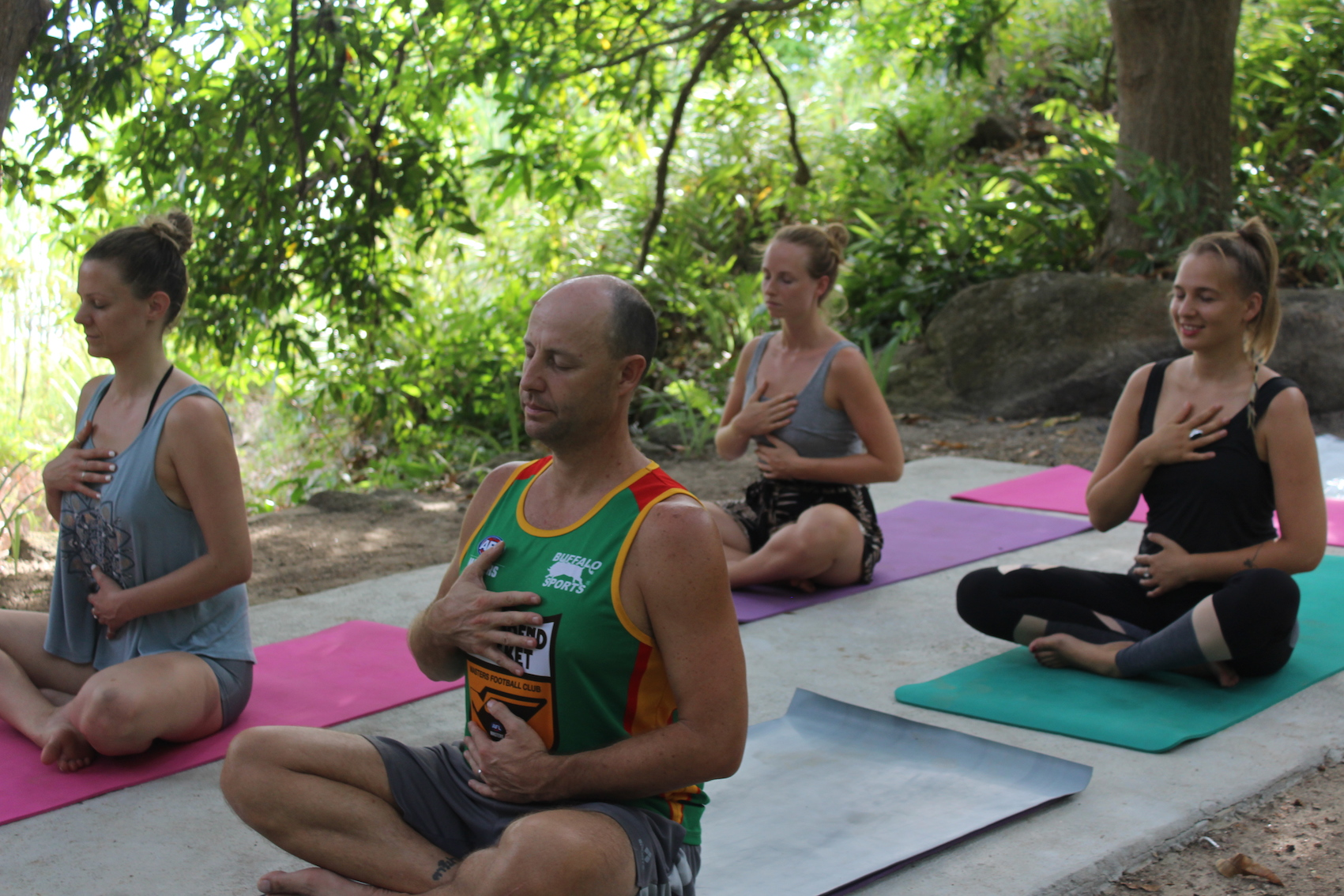 island-smiles-yoga-retreat-class.JPG