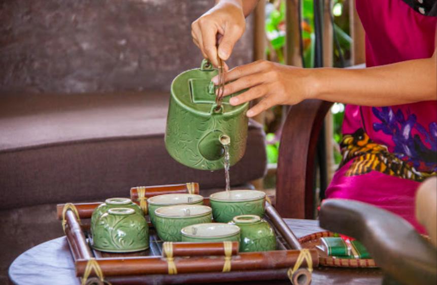 an villa tea pouring.png